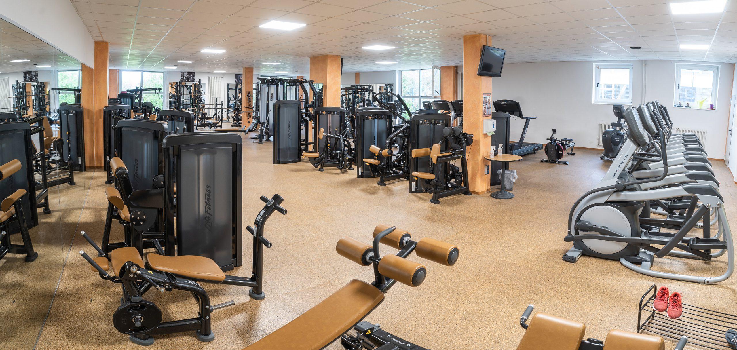 Moderne Fitnessgeräte im Sportpark Nord Nürnberg